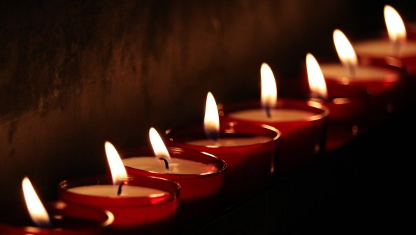 tea-lights-2223898_1920